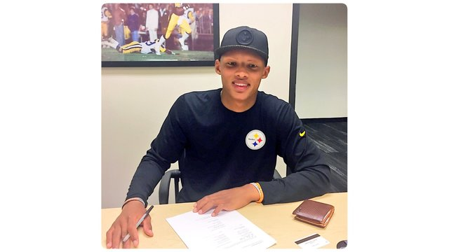 Pittsburgh Steelers have signed former Tennessee Vol Joshua Dobbs