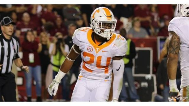 Veteran Vols defender sidelined by knee injury for the Florida game